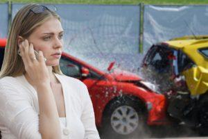 Femme contactant un épaviste